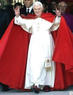 Pave-benedict-satanstegn
