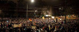 Die Menschen beginnen aufzustehen in Deutschland gegen Lüge und Untergang